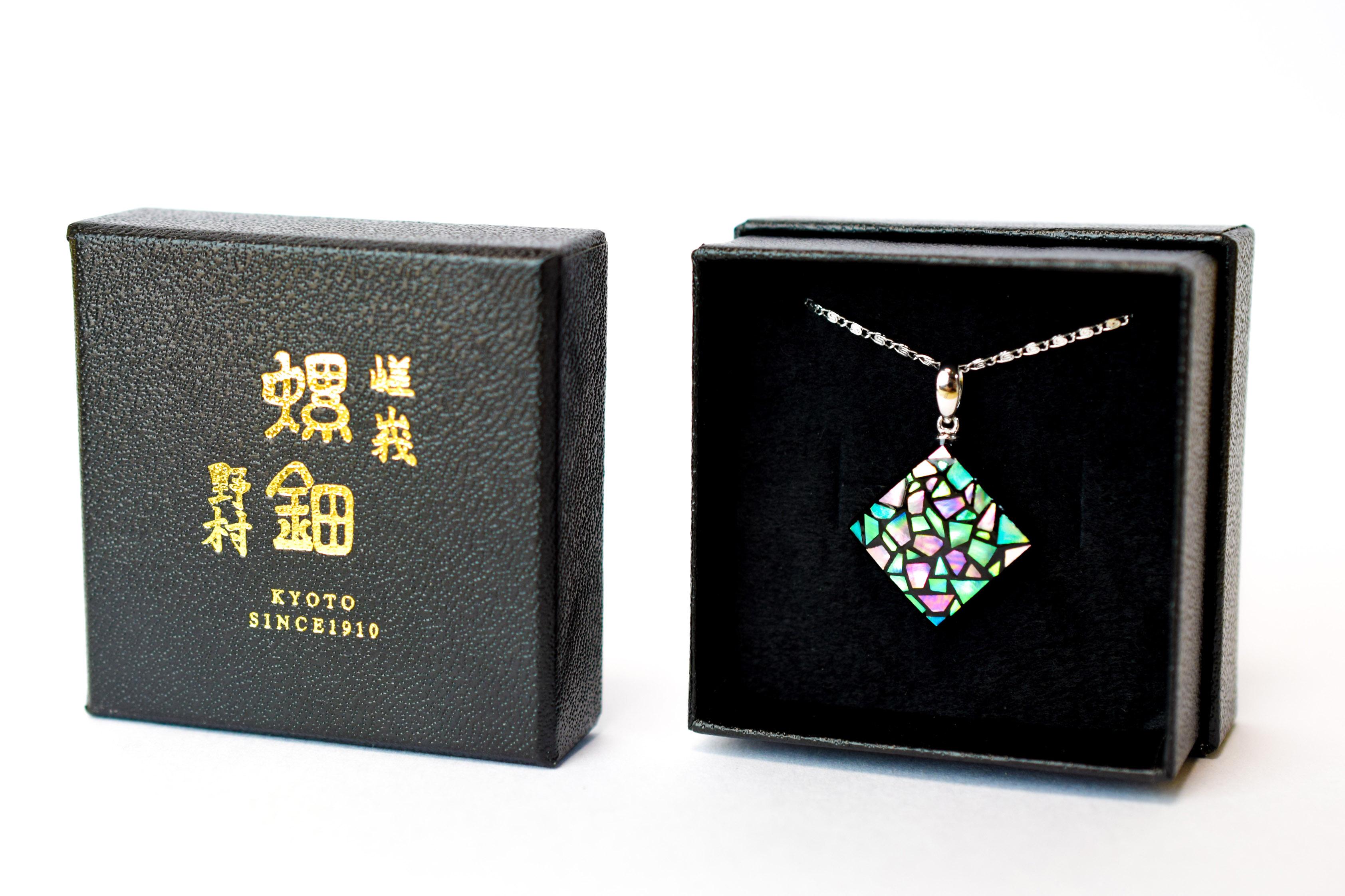raden_necklace_stainedglass_m_pnk