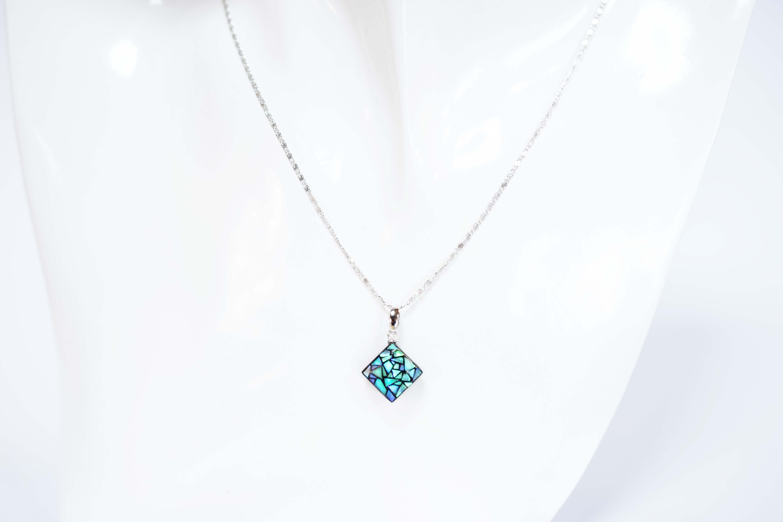 raden_necklace_stainedglass_s_grn