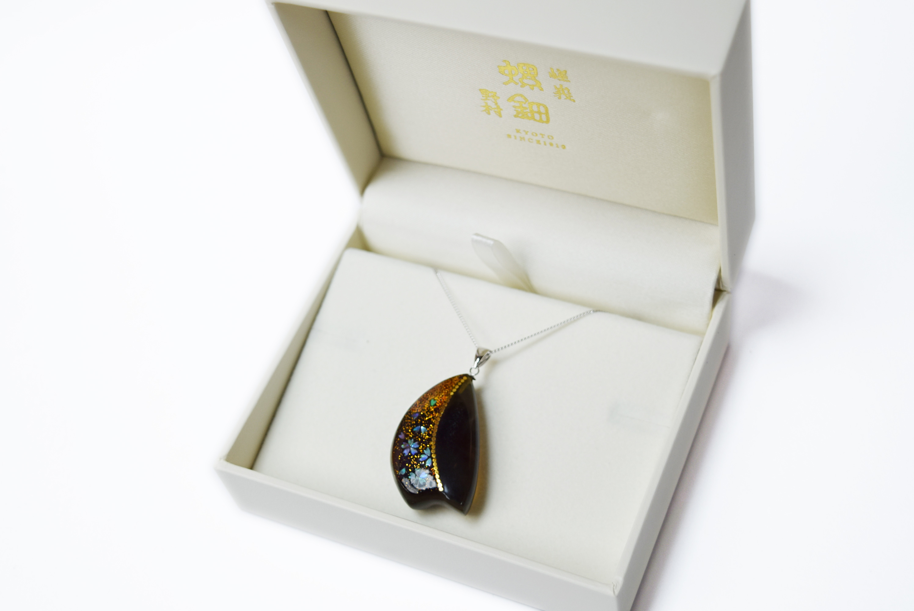 raden_necklace_mamori_amber15